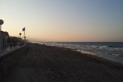 Campamento aventura y playa en Piles
